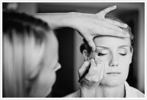 lynne onsite hair, onsite makeup, wedding hairstylists, wedding makeup, on location hairstylist, cincinnati makeup artists, airbrush makeup, wedding makeup, wedding hair, fake lashes,