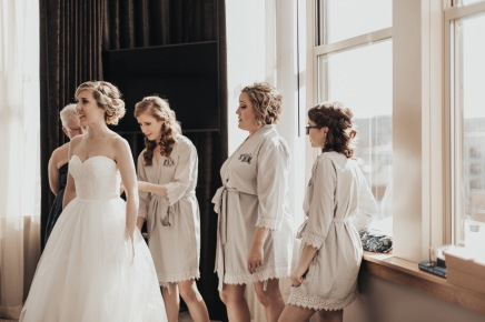 Kentucky Bridal Party Getting Ready